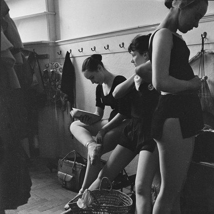 Royal Ballet School dancers at White Lodge, Richmond Park: 1959