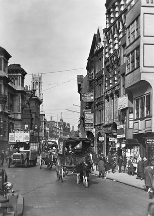 View of Fleet Street and Temple Bar Memorial: 20th century
