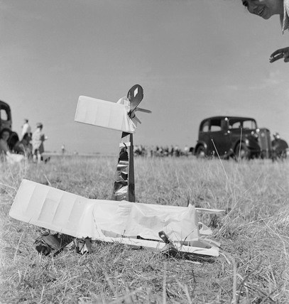 A crashed model aeroplane at Fairlop: 1952