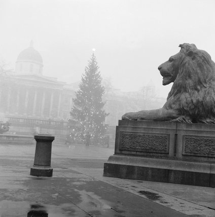 Trafalgar Square in the mist: 1958
