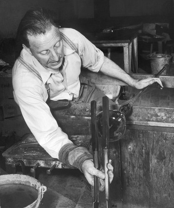 Shaping glass at the chair. c 1931-1950