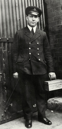 Rat searcher, West India Dock: 1930