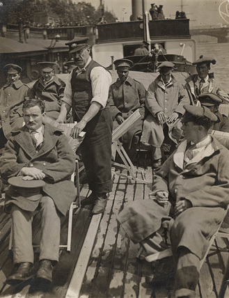 Convalescing troops on a PLA cruise: 1916