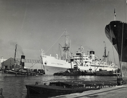 The City of Pretoria proceding to berth: 1962