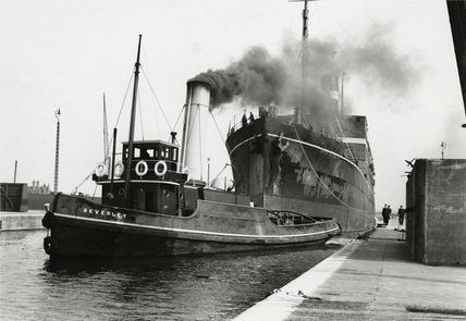 PLA tug Beverley with SS Morvada; 1931
