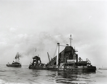 Steam dredger and tug: 1930