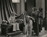 Anthony Harvey as Ptolemy; Vivien Leigh as Cleopatra; Cecil Parker (Cecil Schawbe) as Britannus in 'Caesar and Cleopatra'