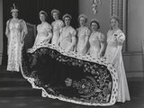 Queen Elizabeth, the Queen Mother at the coronation with her six maids of honour (Queen Elizabeth, the Queen Mother; Lady Ursula d'Abo (née Manners) and five unknown women)