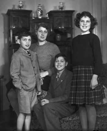 Rosemary Jean Geake (née Proctor-Beauchamp) with mother and two brothers