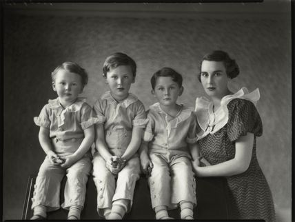 Hon. Youla Edithe Harris (née Littleton, later Wellsley) and her children