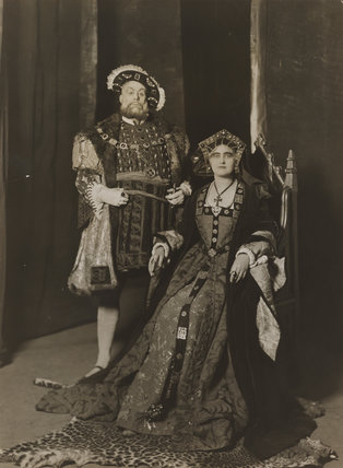Wilfred Walter as Henry VIII; Florence Saunders as Queen Katherine