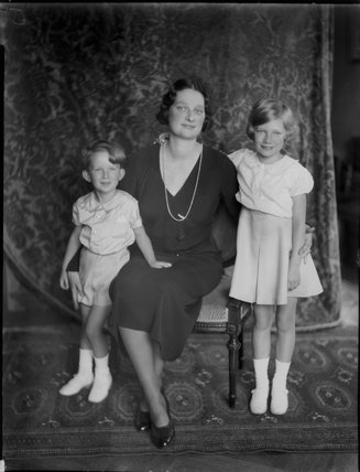 Astrid, Queen of the Belgians with her children
