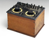 Early commercial two-valve radio receiver, 1920-1921.