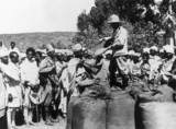 Italian troops distribute grain to Abyssinians, 20 November 1935.