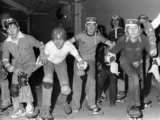 Skateboarders lined up at the beginning of a race, 4 january 1978.