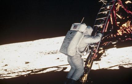 Apollo 11astronaut Edwin 'Buzz' Aldrin taking his first step on ...