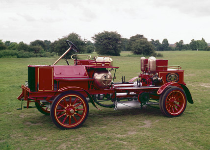 Motor fire engine, 1904.
