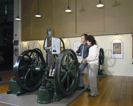 Priestman oil engine built in 1895, on display at the Science Museum, c 1990.
