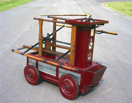 Newsham's manual fire engine, 1734.