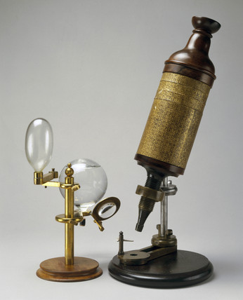 Hooke's compound microscope and its illuminating system, 1665.