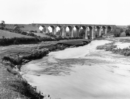 Ormside viaduct, carrying the Midland Railway's Settle and Carlisle line over the River Eden, 19 May 1898.