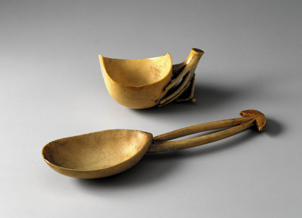 Ivory vesel and spoon, late 19th-early 20th century.
