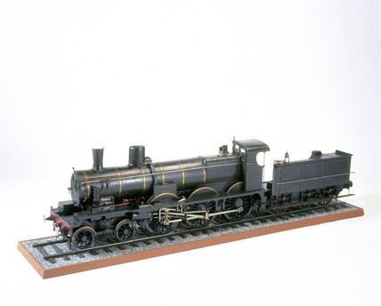 Four-cylinder compound locomotive with tend