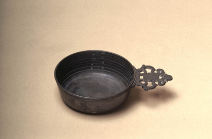Graduated pewter bleeding bowl, 18th or 19th century.
