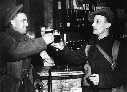 Soldiers on Christmas leave, 1939. 'The fir