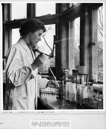 Examination of milk in a food hygiene laboratory, 1947-1955.