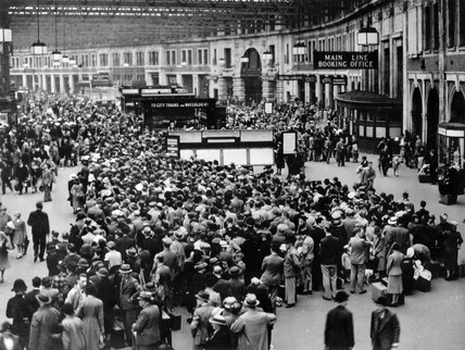 Crowds At Waterloo Station London 1939 At Science And
