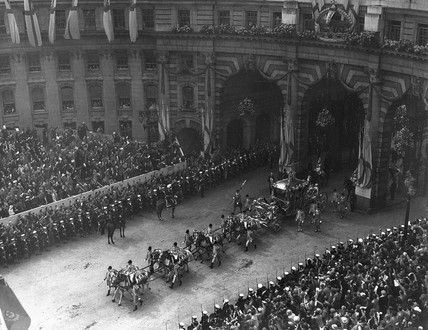 Crowds gathered by Admiralty Arch in London