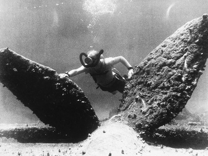 Arthur C Clarke diving, Sri Lanka, 1955.