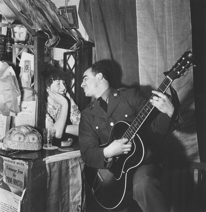 Soldier playing the guitar, Second World War, 30 November 1942.