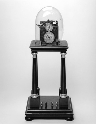 Hipp chronoscope with key and weight, Swis, 1893-1900.