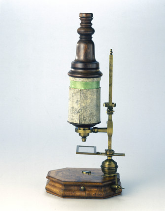 Marshall type compound microscope, late 17th-early 18th century.