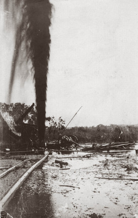 Oil gusher at Potrero, Mexico, 1911.