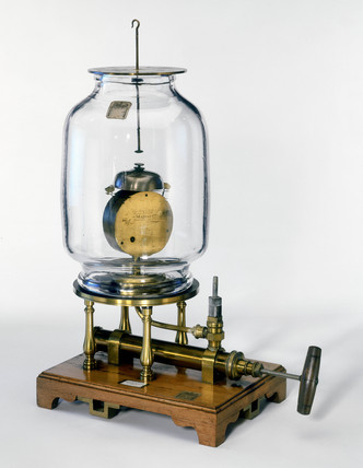 Vacuum demonstration equipment built for King George III, late 18th century.