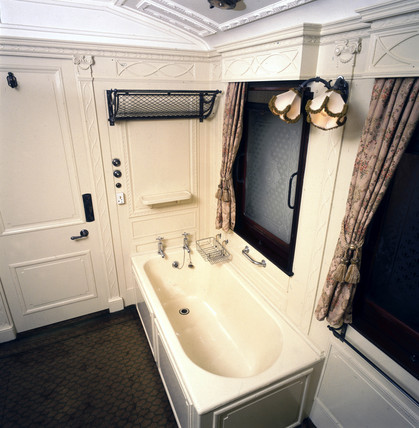 Royal train bathroom in King Edward VII's saloon, c 1915.