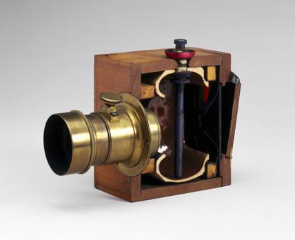 Sectioned Dubroni wet-plate camera, 1864.