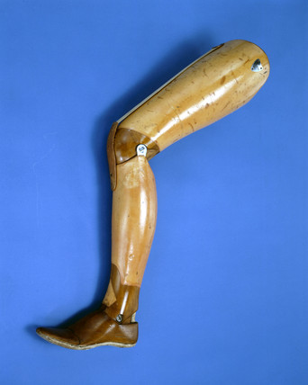 Artificial leg, 'Anglesey' type, 1890-1920.