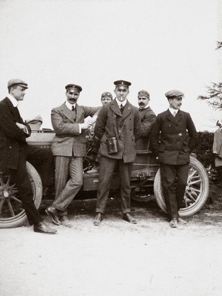 C S Rolls (left) with fellow racing drivers Mayhew, Jarrott and Edge, c 1902-1903.