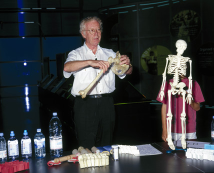 Demonstration of  'bio-glas' in the Science Museum, 2001