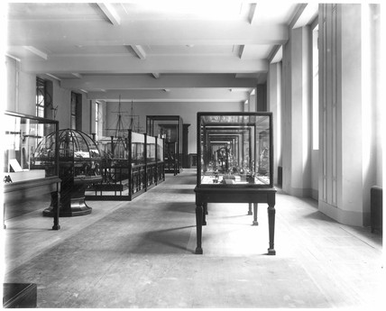 Ground floor gallery, looking north, 1928.