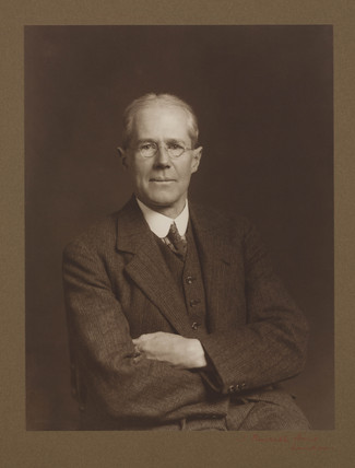 Sir Henry Cort Harold Carpenter, profesor of metallurgy, late 1920s.