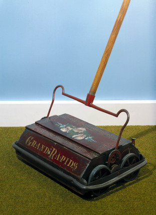 'Grand Rapids' Bisell carpet sweeper, 1895.
