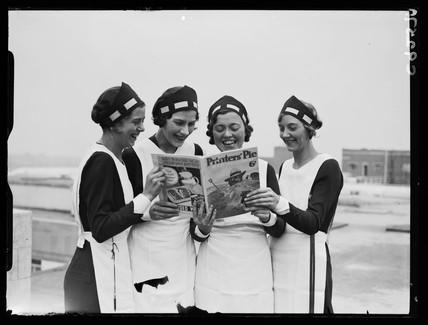 four women reading printers pie magazine 1934 by jarche james