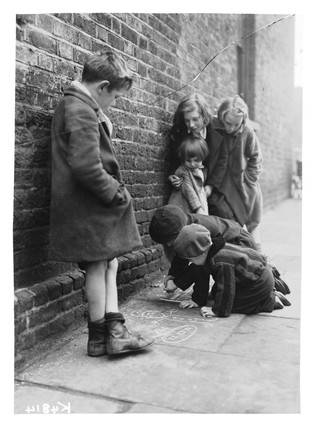 Children drawing on the pavement, 1941.
