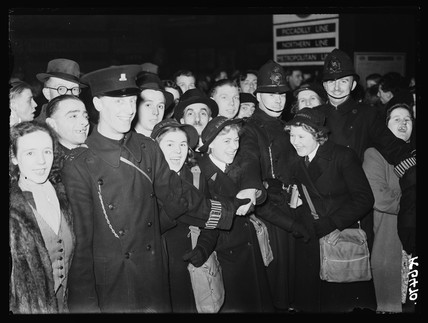 Crowd of Wrens, 1941.
