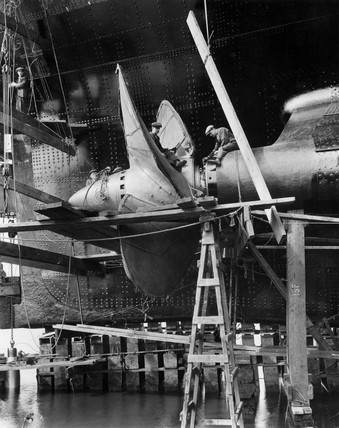 Stern frame and propeller of TS 'Queen Mary' under construction,  1934.
